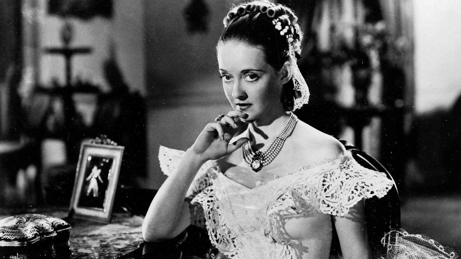 Bette Davis in JEZEBEL | Warner Bros.