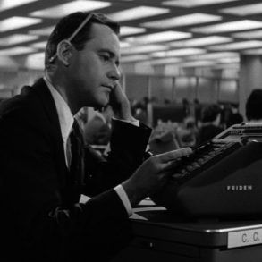 Jack Lemmon as C.C. Baxter in THE APARTMENT