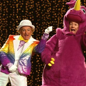 Robin Williams and Edward Norton in Death to Smoochy