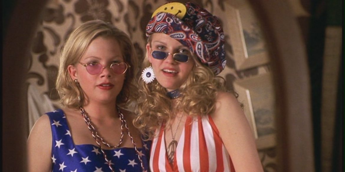 Michelle Williams and Kirsten Dunst in Dick (1999)