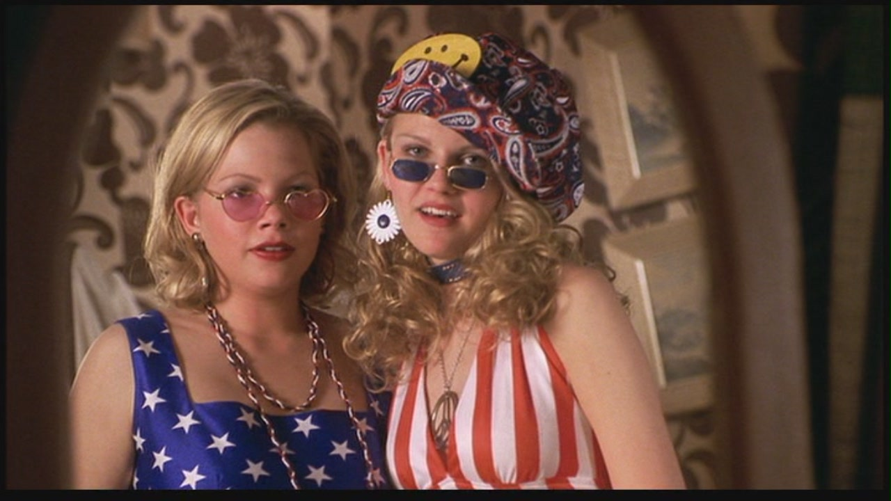 Michelle Williams and Kirsten Dunst in Dick (1999)   Sony Pictures